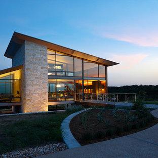 Idéer för ett modernt hus, med två våningar, glasfasad och pulpettak