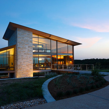 A Glass House in the Hill Country
