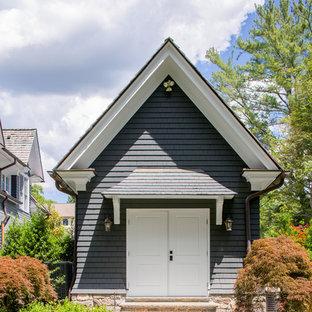 Imagen de fachada de casa azul, tradicional, grande, de tres plantas, con revestimiento de madera y tejado de teja de madera
