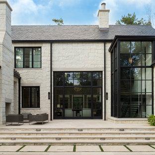アトランタのトランジショナルスタイルのおしゃれな家の外観の写真