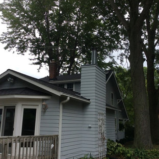 Traditional exterior home idea in Cleveland