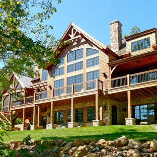 Idéer för stora rustika bruna trähus, med två våningar