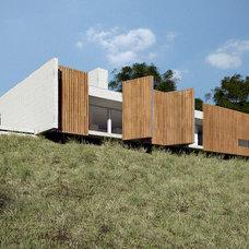 Modern Exterior by Estudio MRGB
