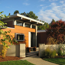 Modern Exterior by Elevation Architects