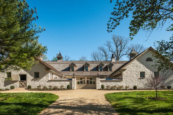 Farmhouse Exterior by Archer & Buchanan Architecture, Ltd.