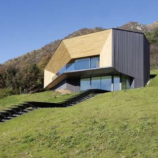 Zweistöckiges Modernes Haus mit Mix-Fassade in Mailand