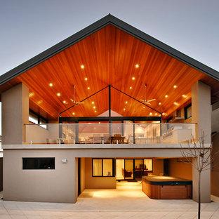Foto della facciata di una casa contemporanea a due piani