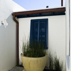 Contemporary Exterior by Troy Rhone Garden Design