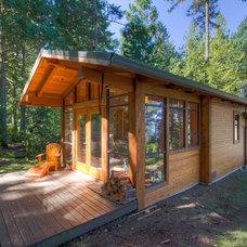 Rustic Exterior by Kettle River Timberworks Ltd.