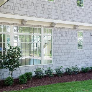 ローリーのエクレクティックスタイルのおしゃれな家の外観 (木材サイディング) の写真