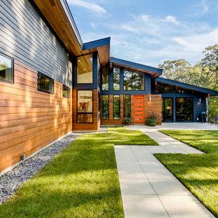 Idee per la villa grande multicolore contemporanea a due piani con rivestimenti misti, tetto a capanna e copertura mista