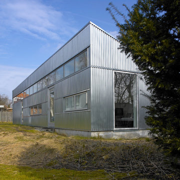 Annexe in metal sheets