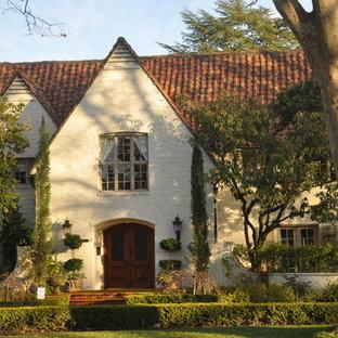 Inspiration för ett vintage hus, med två våningar, tegel, sadeltak och tak med takplattor