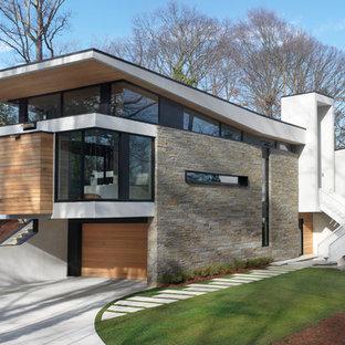 Ispirazione per la facciata di una casa contemporanea a due piani con rivestimento in pietra