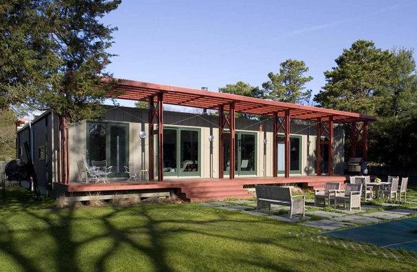Modern Exterior by ASAP•house Inc - Studio Kiss