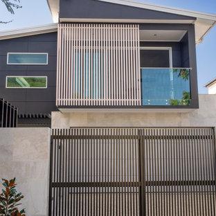 Zweistöckiges, Mittelgroßes, Graues Modernes Einfamilienhaus in Brisbane