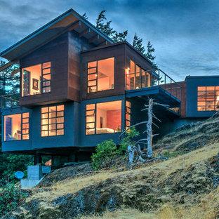Immagine della facciata di una casa grigia contemporanea a tre o più piani di medie dimensioni con tetto piano e rivestimenti misti