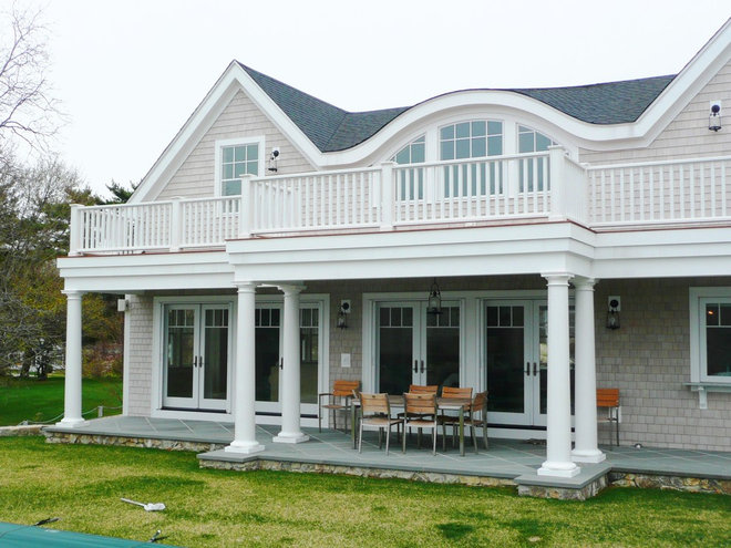 Traditional Exterior by HC Design