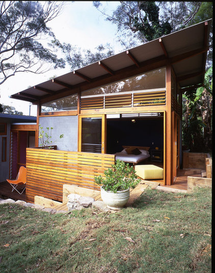 Beach Style Exterior by Sam Crawford Architects