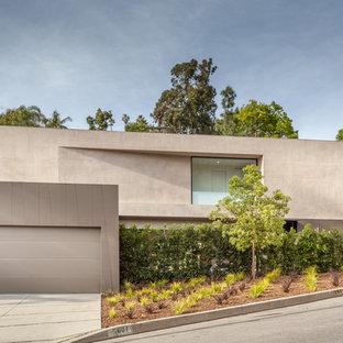 Foto de fachada de casa gris, moderna, grande, de dos plantas, con revestimiento de hormigón y tejado plano