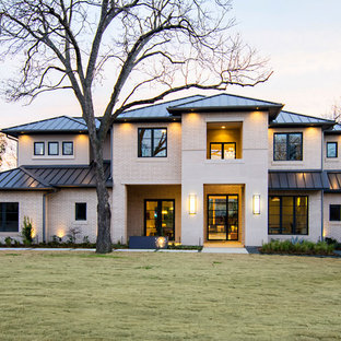 Идея дизайна: двухэтажный, кирпичный, бежевый дом в стиле современная классика с вальмовой крышей и металлической крышей