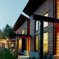 contemporary exterior by David Vandervort Architects