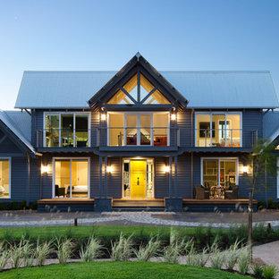 Zweistöckiges Klassisches Haus mit Satteldach in Melbourne