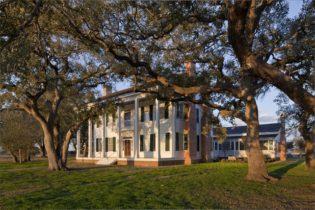 Outfit A Southern Plantation Style Home Paint To Porch Furnishings