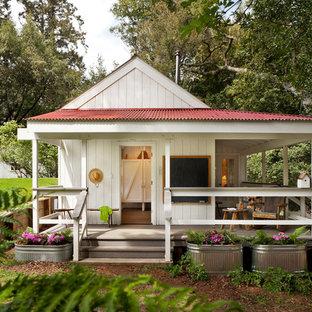 Источник вдохновения для домашнего уюта: одноэтажный, белый мини дом в стиле кантри