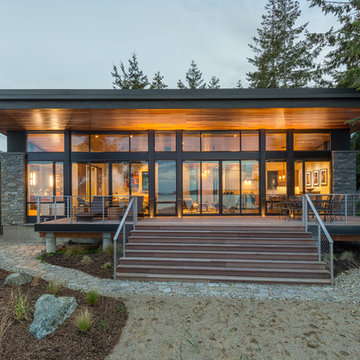 Beach Drive Waterfront Studio. Camano Island WA