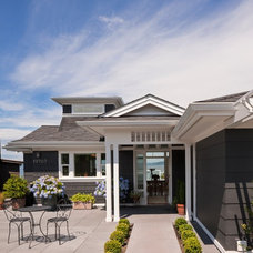 Beach Style Exterior by Scott Becker | Architect