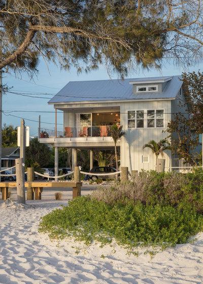 Морской Фасад дома Beach Style Exterior