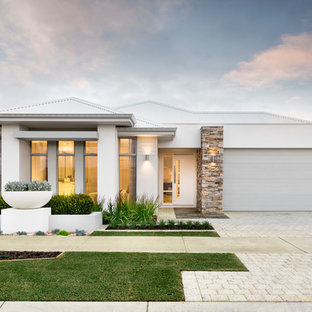 Beach style one-storey stucco white house exterior in Perth with a hip roof and a metal roof.