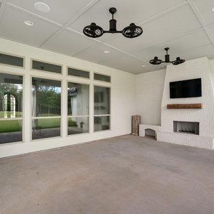 ニューオリンズのトランジショナルスタイルのおしゃれな家の外観の写真