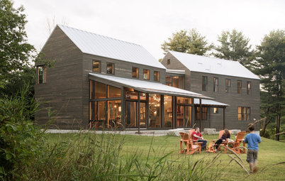Houzz Tour: Family Reimagines the New England Farmhouse