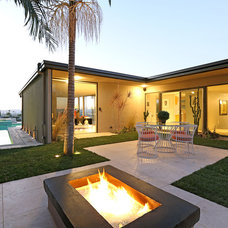 Modern Exterior by THE CARRABBA GROUP