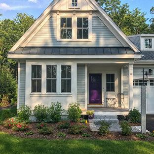 ボストンの中くらいのカントリー風おしゃれな家の外観 (コンクリート繊維板サイディング、緑の外壁、アパート・マンション) の写真