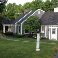Traditional Exterior Bluestone & Brick Walkway