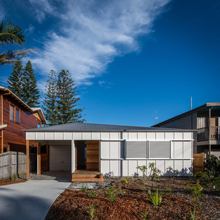 Inspiration for a contemporary one-storey grey house exterior in Newcastle - Maitland with a hip roof and a metal roof.