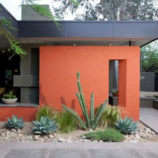 Modelo de fachada naranja, actual, de una planta