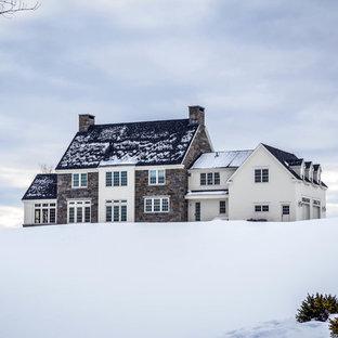 Exempel på ett stort klassiskt hus, med två våningar