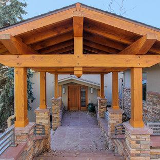 デンバーのトランジショナルスタイルのおしゃれな家の外観 (混合材サイディング) の写真