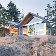 Modern Exterior by Burgers Architecture Inc.