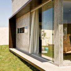 Modern Exterior by 1:1 arquitetura:design