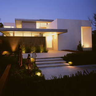 Large modern white two-story stucco exterior home idea in Los Angeles