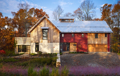 Houzz Tour: Nestling Into the Rural Pennsylvania Landscape