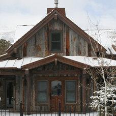 Rustic Exterior by CENTENNIAL WOODS