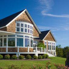 Beach Style Exterior by Burgin Lambert Architects