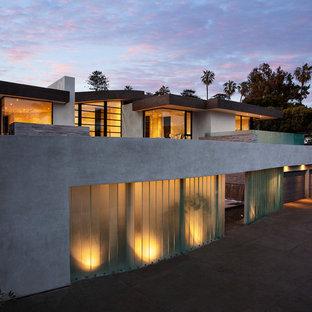 ロサンゼルスのコンテンポラリースタイルのおしゃれな家の外観の写真