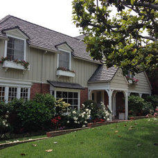 Traditional Exterior by Susan Cohen Associates, Inc.